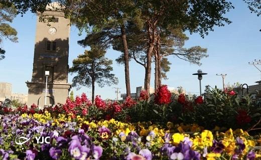 گل آرایی خیابان ها و فضای عمومی شهر یزد در آستانه نوروز