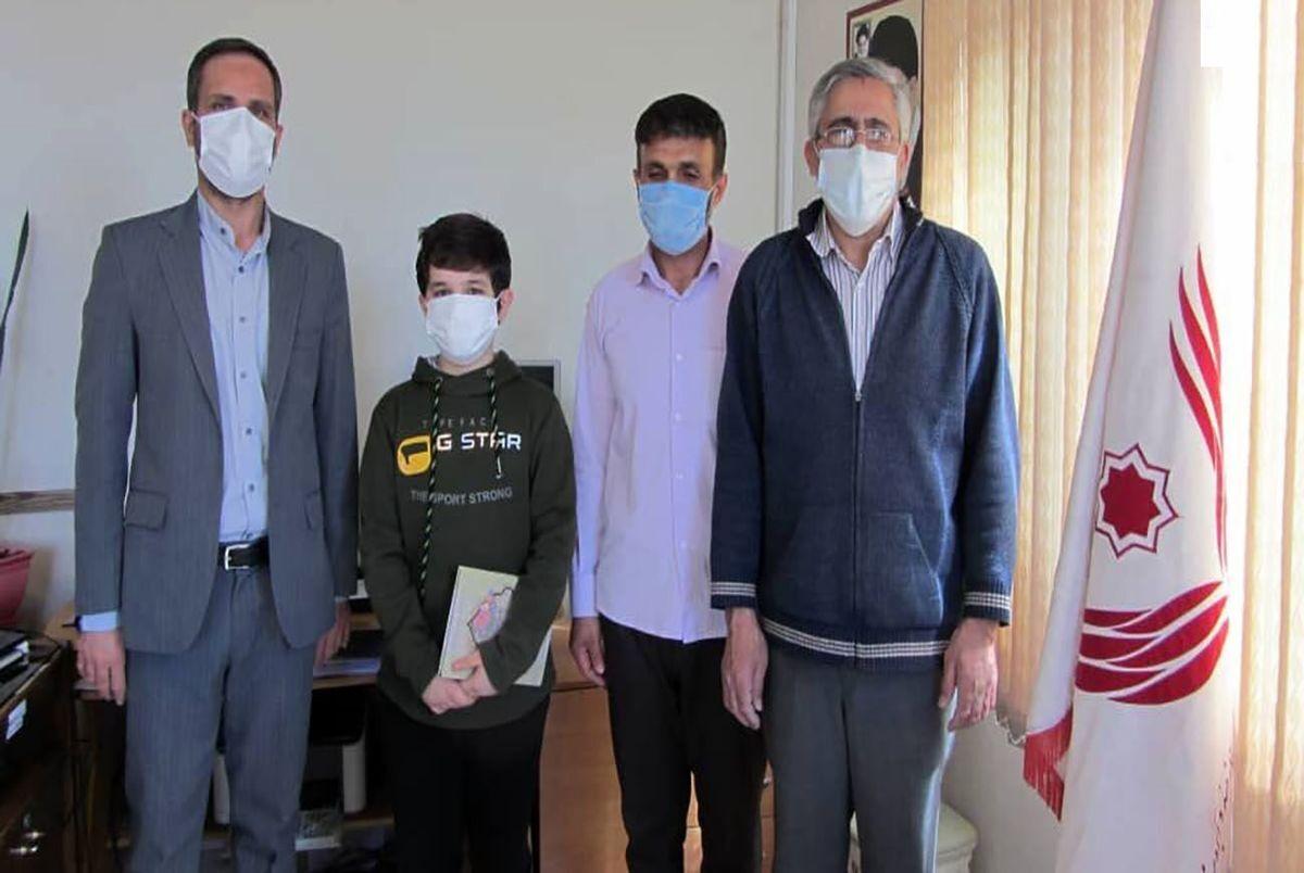 ناگفتههای پسر ۱۳ سالهای که با پول تو جیبی خود یک زندانی را آزاد کرد! + عکس