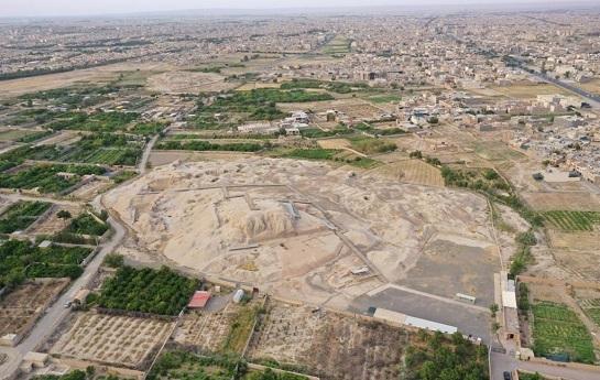 زمینخواری زیگورات سیَلْک کاشان را تهدید میکند/ ویلاسازی در حریم نخستین تمدن شهرنشینی فلات ایران
