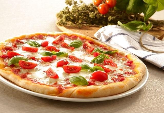 رازهای خوشمزه شدن پیتزا کشدار و نکات خشک نشدن خمیر آن