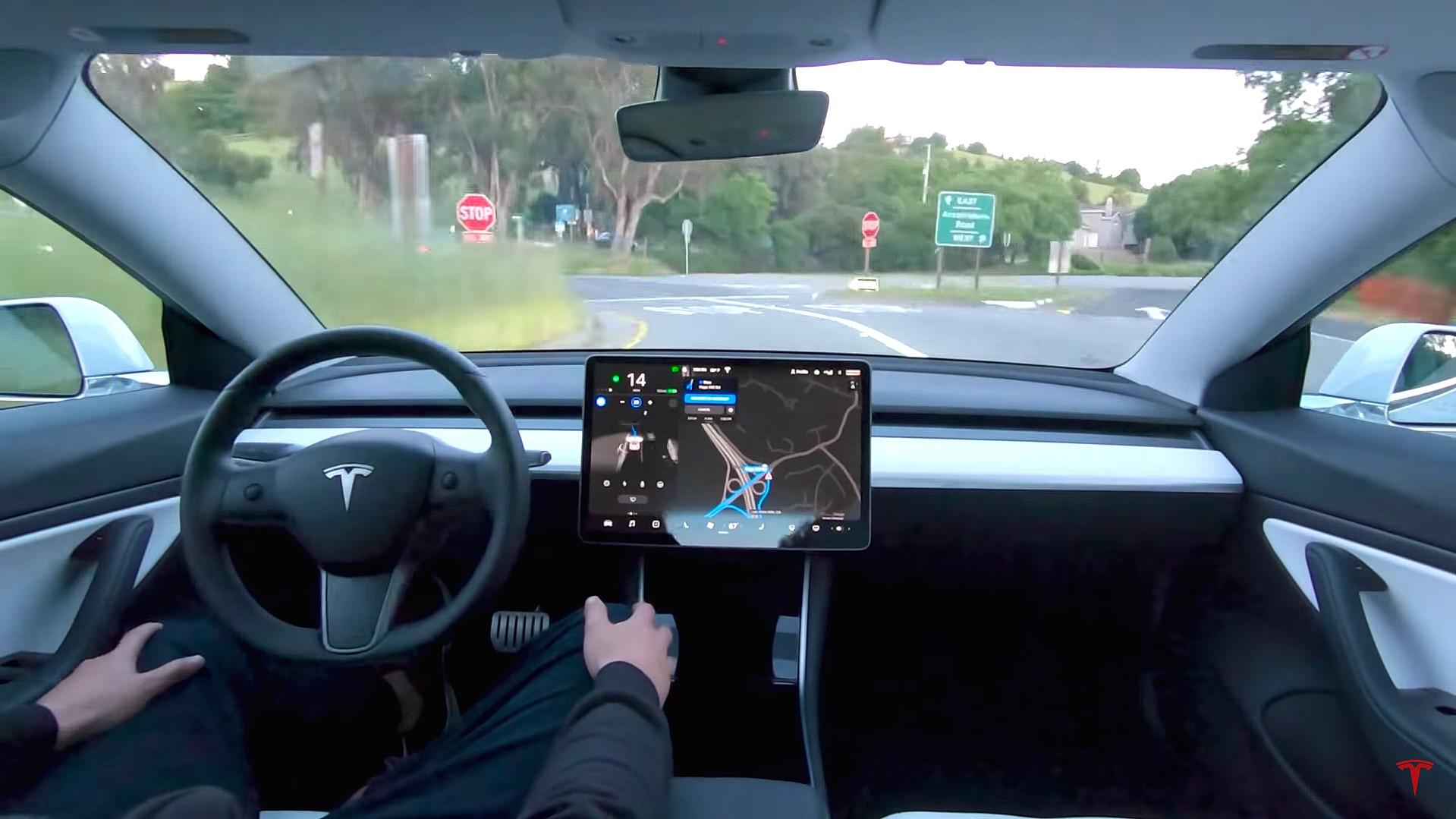 اتومبیلهای تمام خودران تسلا سال ۲۰۲۱ به بازار میآیند
