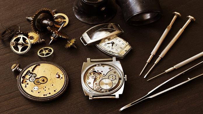 (گزارش)کوک عقربههای زندگی روی ساعتهای خارجی /هنر استادانی که در تعمیر عقربههای ساعت خشک شد