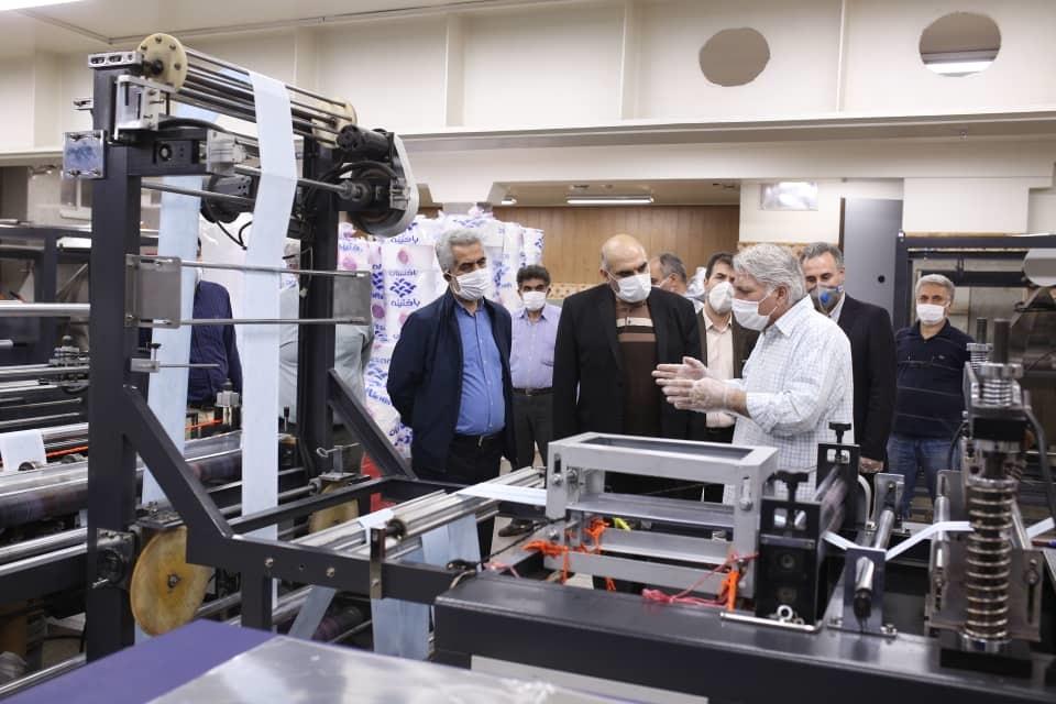 بازدید مدیرکل دفتر چاپ و نشر از چاپخانهای با تولید روزانه ۱۰۰ هزار ماسک