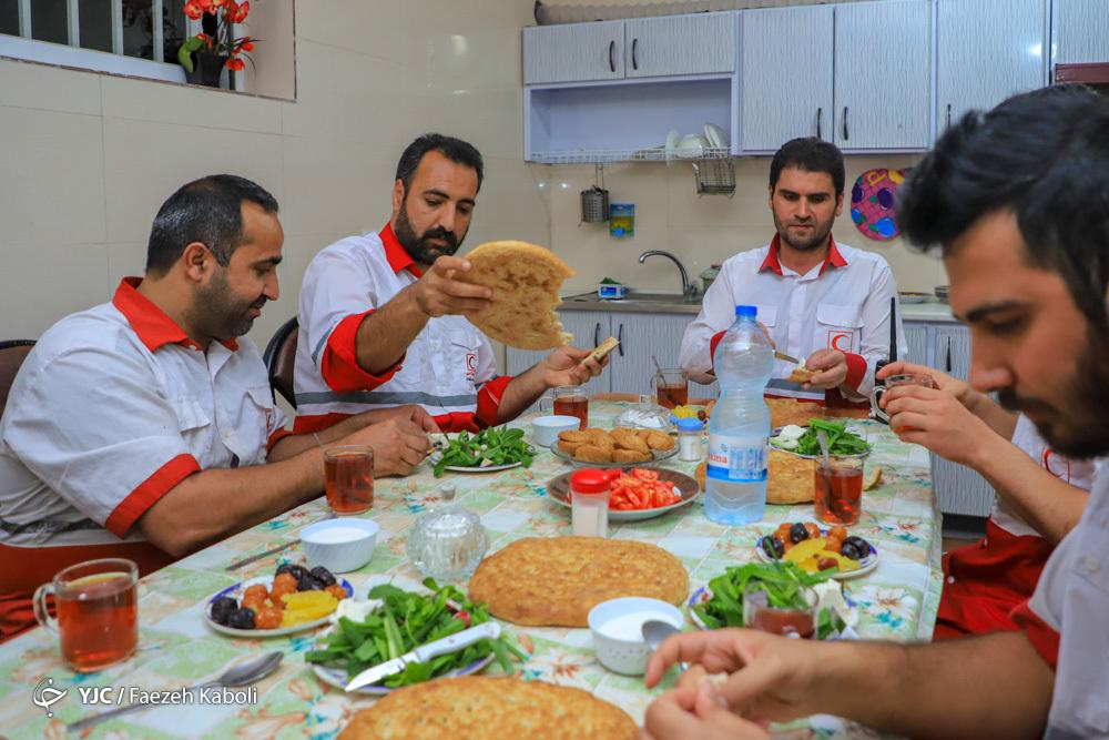 نیروهای امداد و نجات بین شهری در ماه مبارک رمضان مشغول خدمت رسانی می باشند
