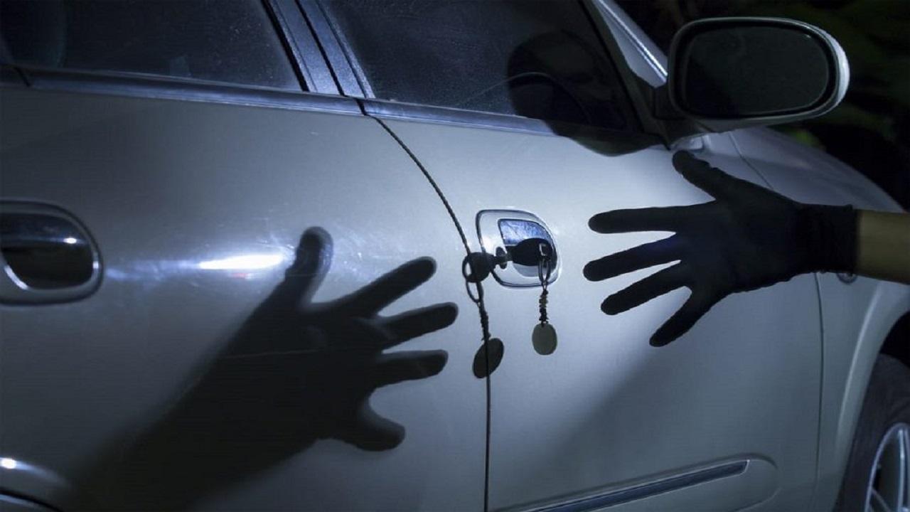 سرقت خودروی یک زن مقابل چشمانش در ماهشهر + فیلم