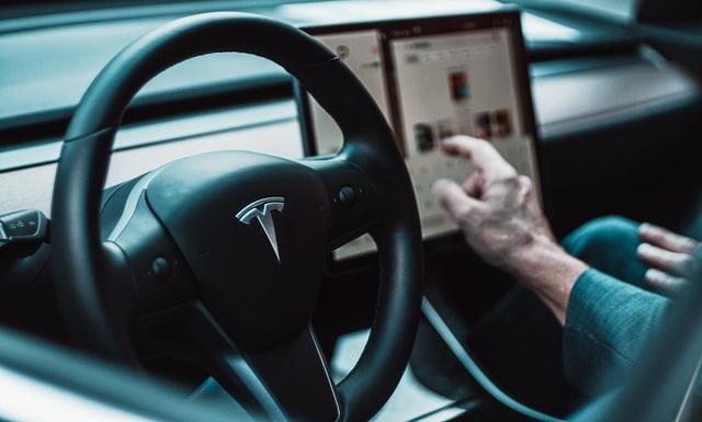 تسلا کنفرانس ویدیویی را به داخل خودروها میآورد