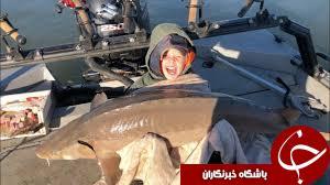 ماهی غول پیکری که کودک از دریاچه صید کرد!