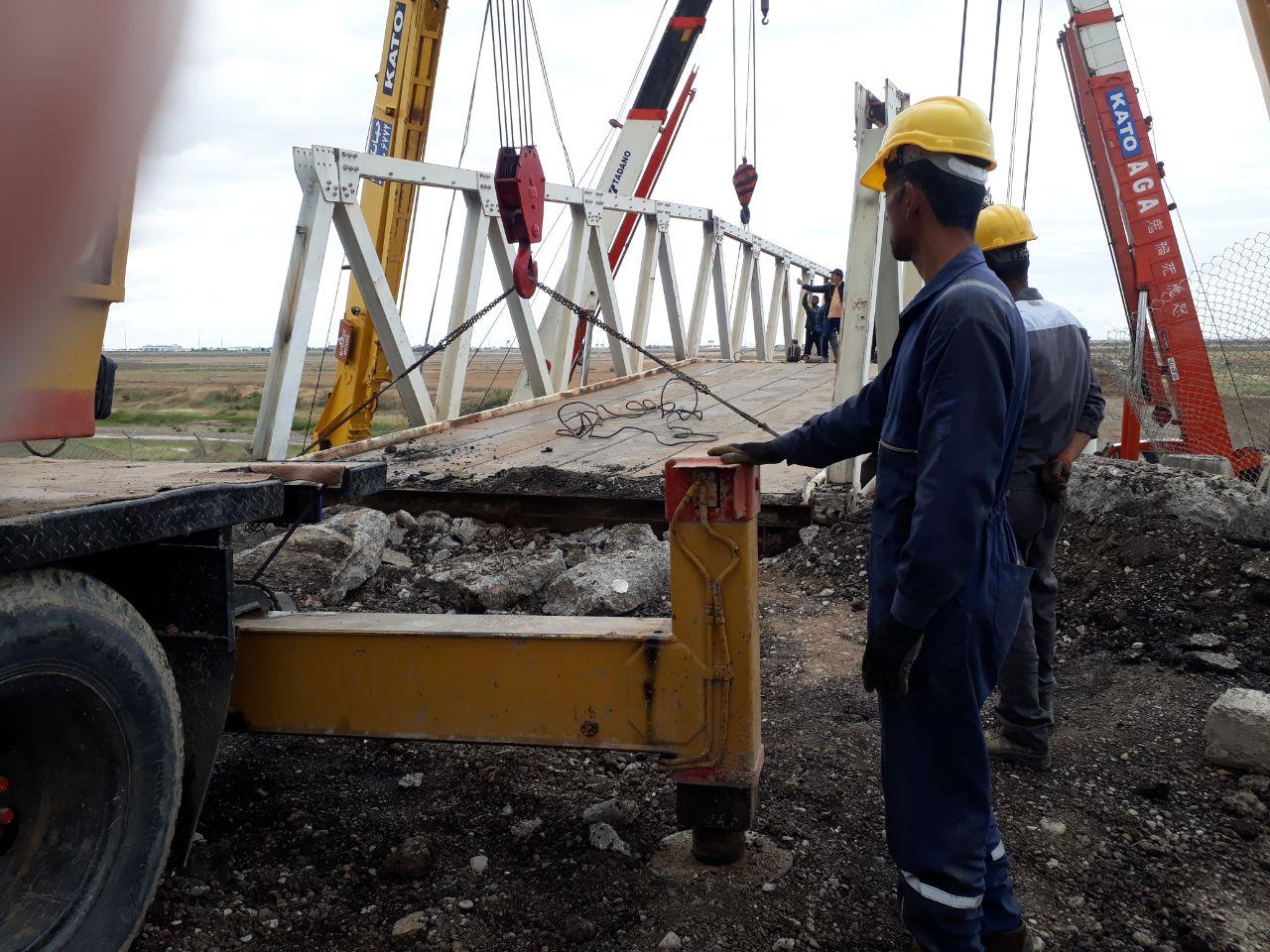 دمونتاژ پل فلزی قدیمی در معبر مرزی سرخس- ترکمنستان