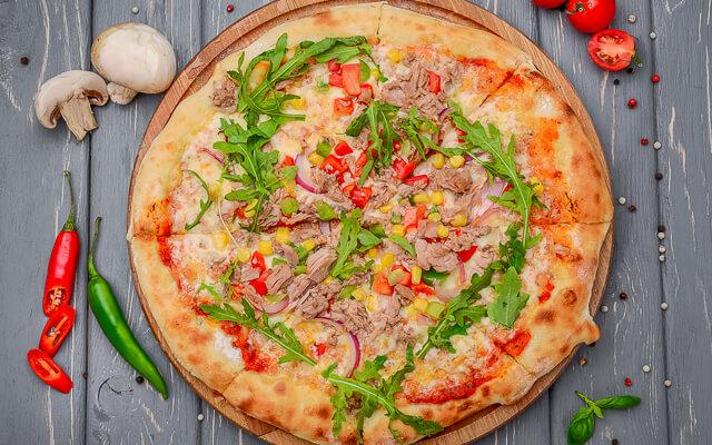 طرز تهیه یک پیتزا   متفاوت و خوشمزه با تنماهی