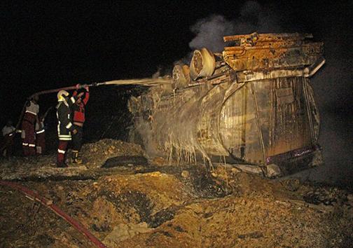 آتش گرفتن تانکر حامل گازوئیل / راننده جان باخت+ عکس