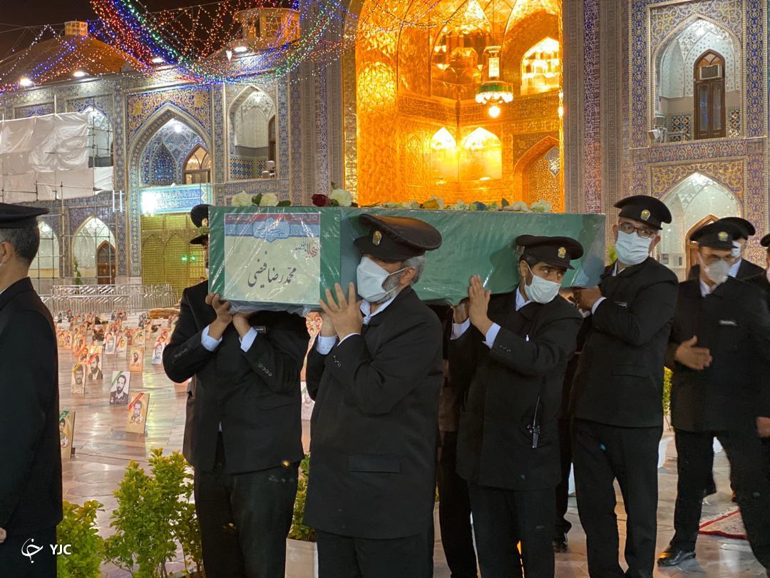 تصاویری از مراسم وداع باشهید مدافع حرم در حرم امام رضا(ع)
