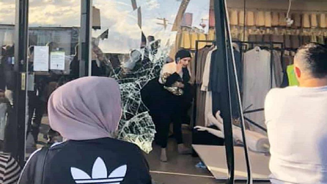 برخورد یک خودرو با فروشگاه حجاب سیدنی ۱۲ مجروح برجای گذاشت