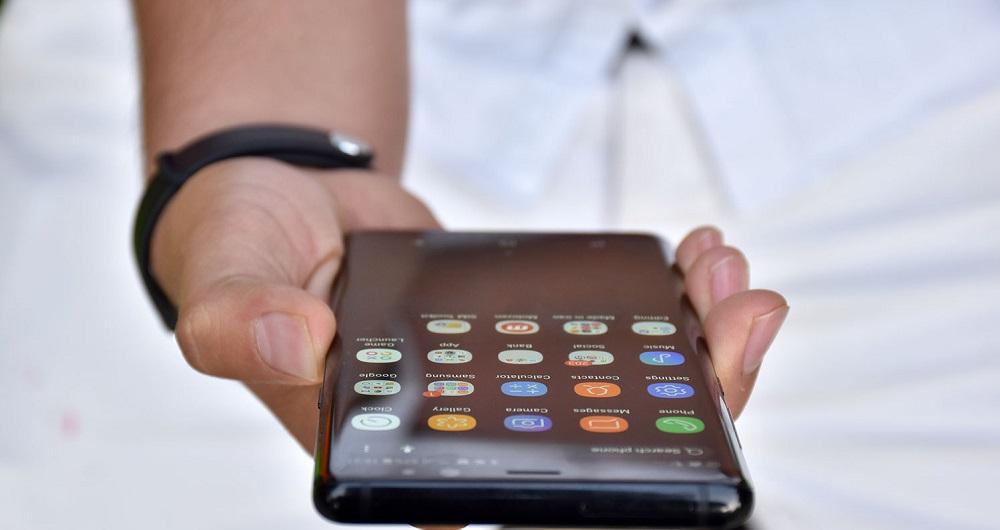 گزارش) قیمت موبایل سرگردان در تب نوسانات ارزی/ چرا نمیتوانیم در داخل کشور تلفن همراه تولید کنیم؟