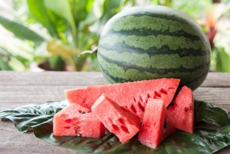 ۷ ماده غذایی که نباید در یخچال نگهداری شوند