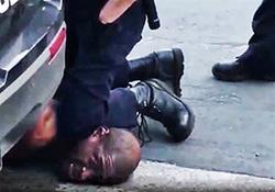 لحظه قتل جورج فلوید از زاویه ای متفاوت که نشان میدهد سه افسر در این جنایت نقش داشتند + فیلم