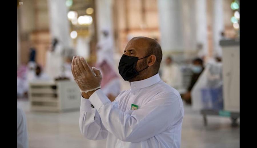 حضور نمازگزاران در مسجد النبی پس از لغو محدودیتهای اجتماعی+ تصاویر