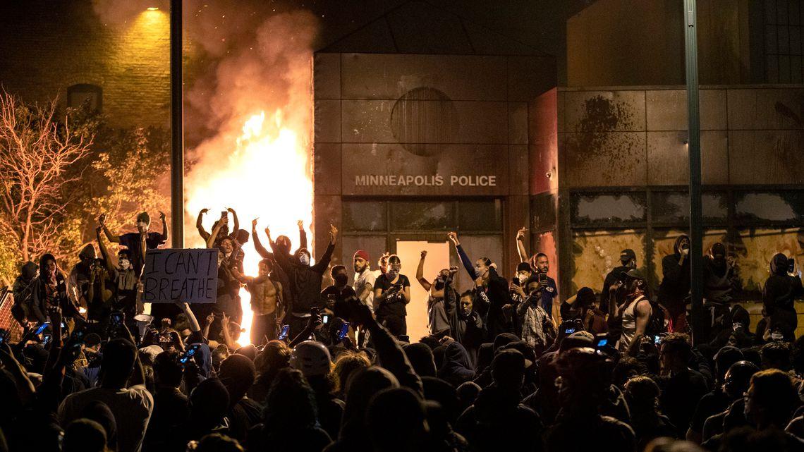 پنجمین شب اعتراض به نژادپرستی حاکم آمریکا + فیلم