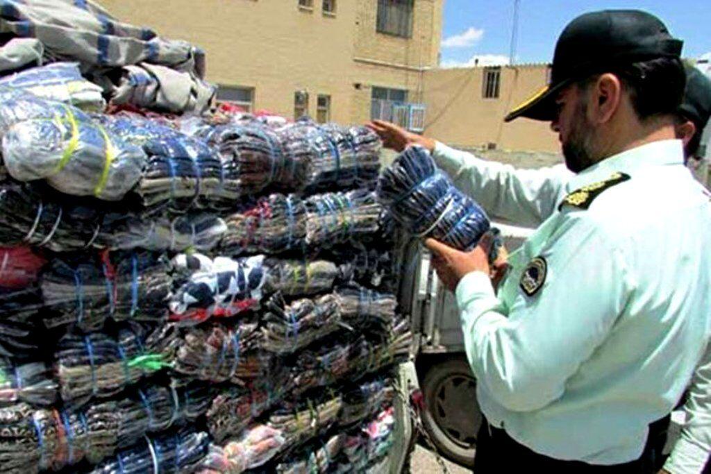 کشف بیش از ۲ هزار دست لباس قاچاق در همدان