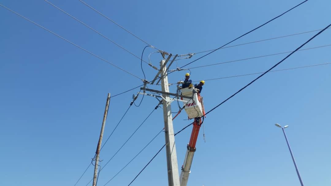 انجام تعمیرات و نوسازی در خطوط اصلی برق خداآفرین