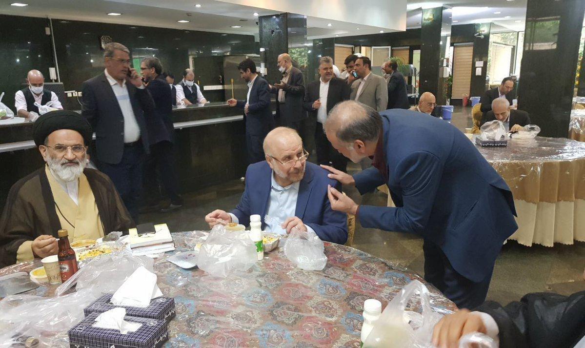 تصویری از قالیباف در سالن غذاخوری مجلس