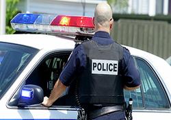گیج شدن عجیب پلیس آمریکا و دستگیری صاحب مغازه به جای سارق! + فیلم