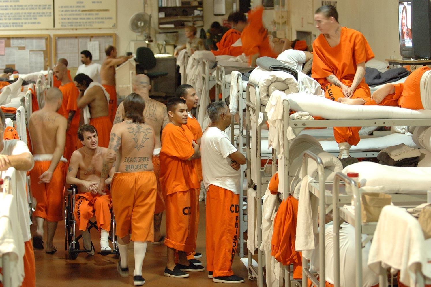 دستورات تند اداره زندان های آمریکا برای جلوگیری از شورش در اعتراض به قتل جورج فلوید