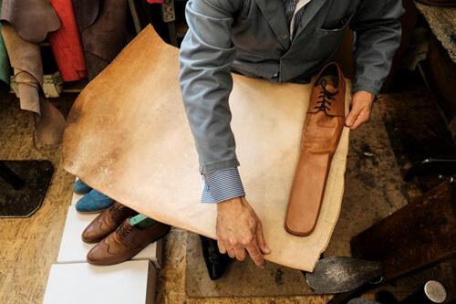 کفشهای عجیبی که برای رعایت فاصله اجتماعی طراحی شده