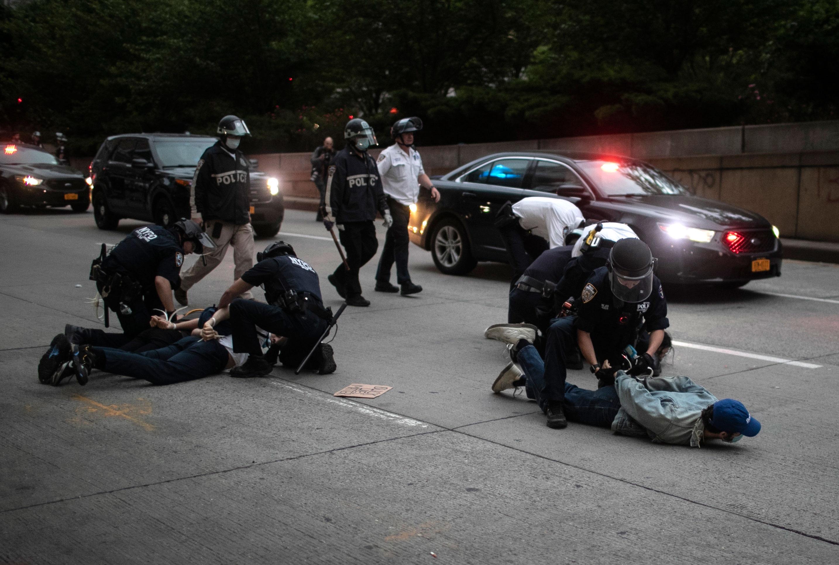 تداوم اعتراضات مردمی در آمریکا علیه نژادپرستی/ خیابانهای آتلانتا به میدان جنگ تبدیل شده است