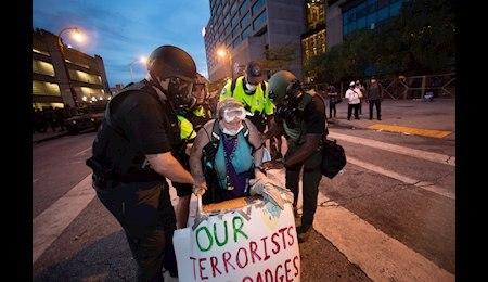 تداوم اعتراضات مردمی در آمریکا/ ترامپ: فکر نمیکنم به استفاده از ارتش برای مقابله با معترضان نیاز باشد!