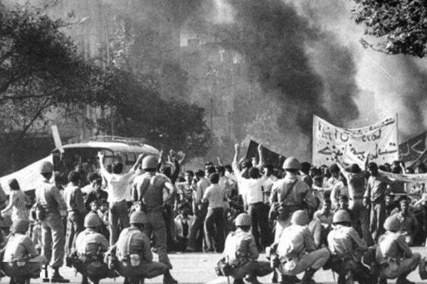 ناگفتههای شاهدان عینی از قیام ۱۵ خرداد ۴۲ / شهادت ۶۰ هزار نفر از مردم بی گناه به دست «استوار دیوانه»! + تصاویر