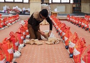 ۵۰۰۰ بسته معیشتی آستان قدس رضوی بین نیازمندان قم توزیع شد