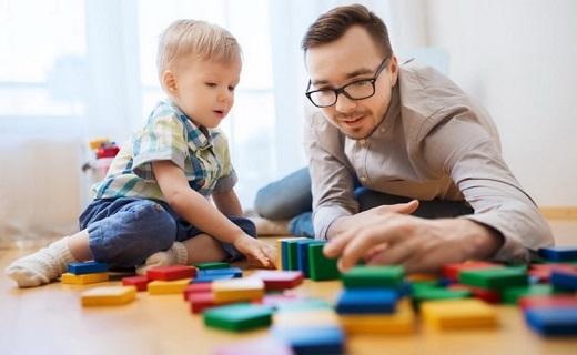 بازی کردن پدر با فرزند