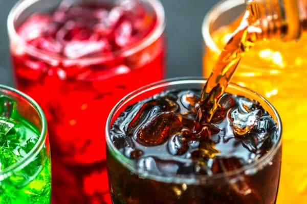 چرا و چگونه باید مصرف نوشیدنیهای گازدار را قطع کنیم؟
