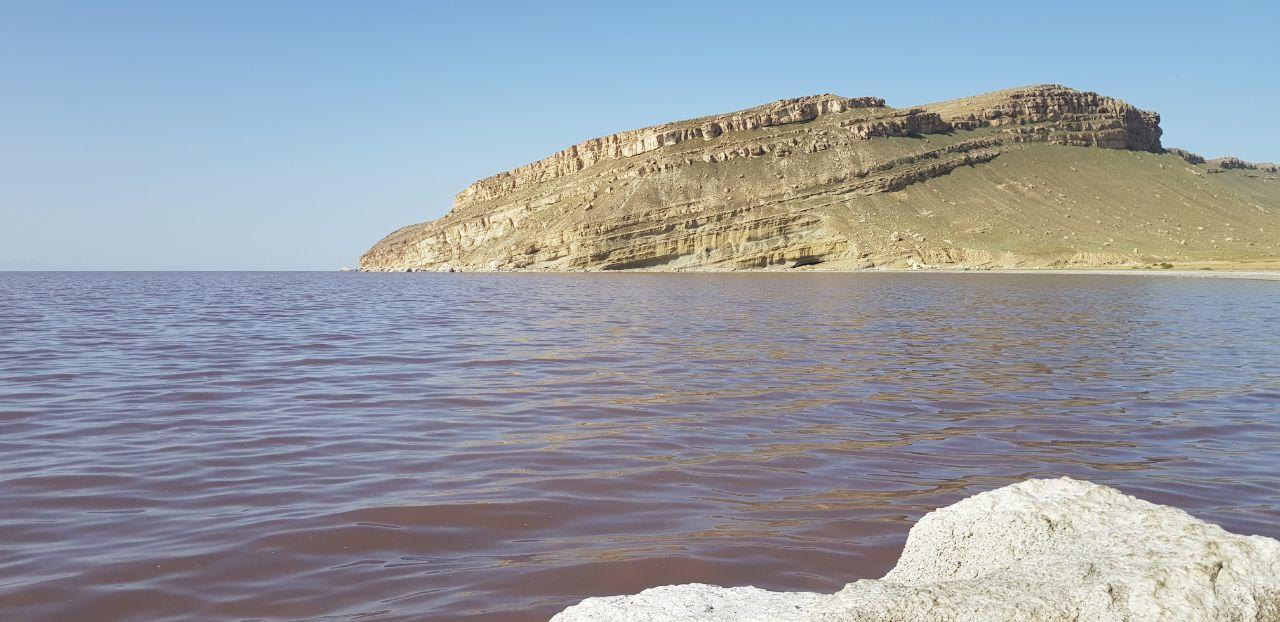 احیا دریاچهای که شما را در آب معلق نگه میدارد