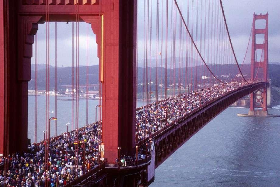 مسدود کردن پل گلدن گیت در کالیفرنیا از سوی معترضان 06