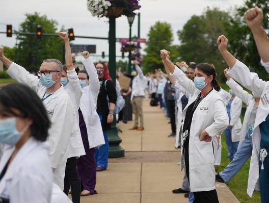 کادر درمانی آمریکا هم به معترضان ضد نژادپرستی پیوستند+ تصاویر