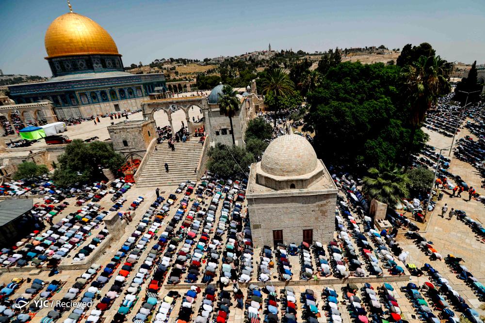 <p>روز جهانی قدس، آخرین جمعه ماه رمضان است که حضرت امام خمینی (ره) در سال ۱۳۵۸ مصادف با رمضان ۱۳۹۹ قمری و ۱۹۷۹ میلادی آن را روزی رسمی برای حمایت از مردم و آرمان فلسطین بنا نهاد.</p>