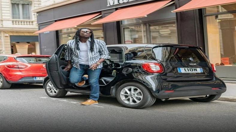 ستاره الهلال لقب خود را به پلاک خودروی شخصی اش اضافه کرد