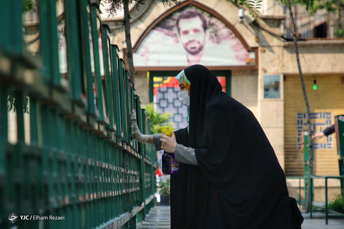 غبارروبی گلزار شهدای امام زاده علی اکبر چیذر در آستانه عید فطر