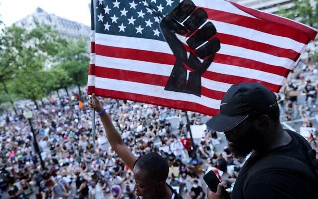 اعتراضات مردمی در آمریکا همچنان ادامه دارد/ خشونت پلیس علیه یک فرد سیاهپوست این بار در ایالت ویرجینیا