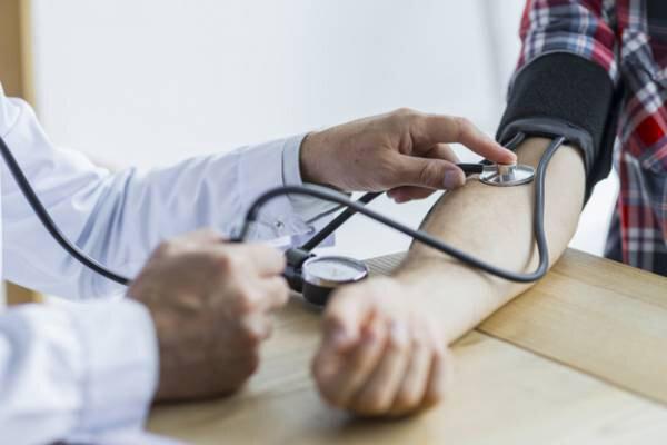 چه عواملی باعث بروز فشار خون میشود؟