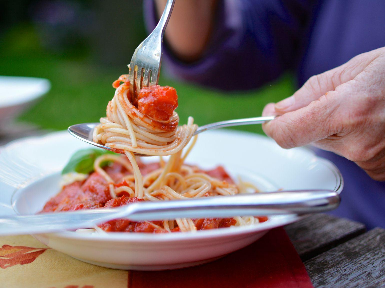 مواد غذایی که پرخوری عصبی را کاهش میدهد