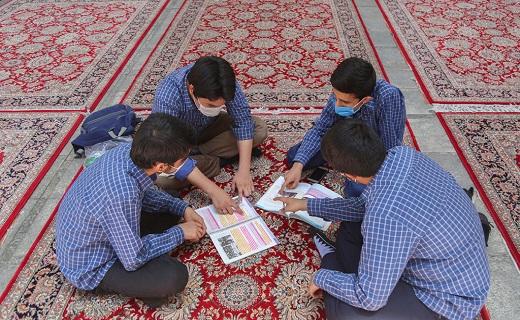 علم آموزی در آستان کریمه اهل بیت (س)به قلم دوربین