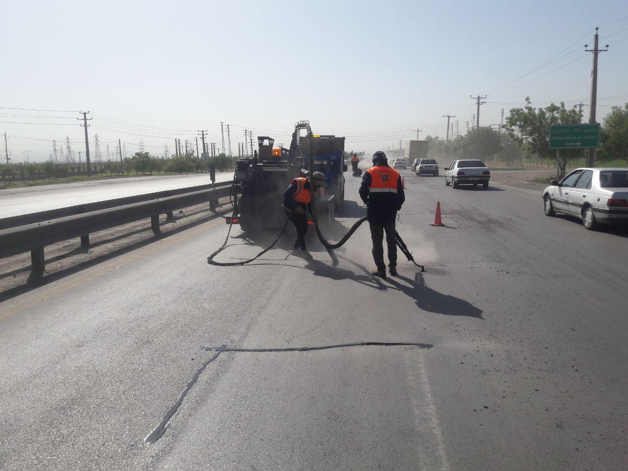 عملیات لکه گیری و روکش آسفالت ۲۲۰ کیلومتر از راههای همدان اجرا شد