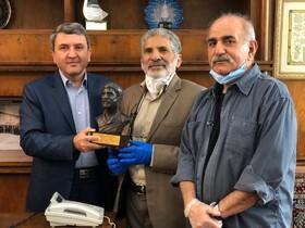 اهداء دومین تندیس شهید جهانآرا به مدافعان سلامت انستیتو پاستور ایران