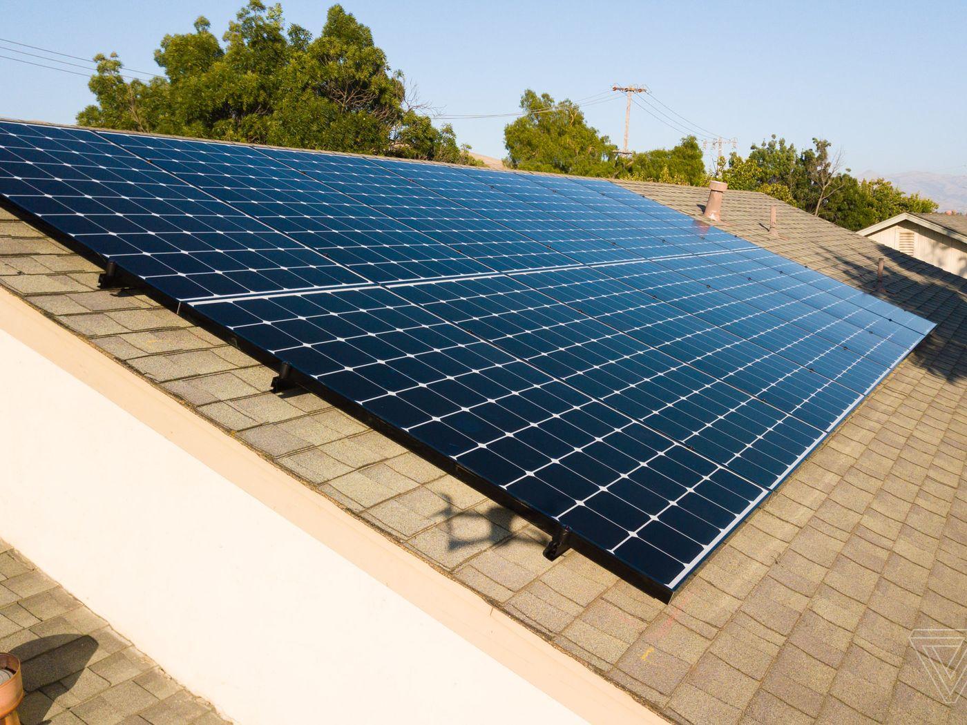 تسلا فناوری پنلهای خورشیدی خود را تغییر داد