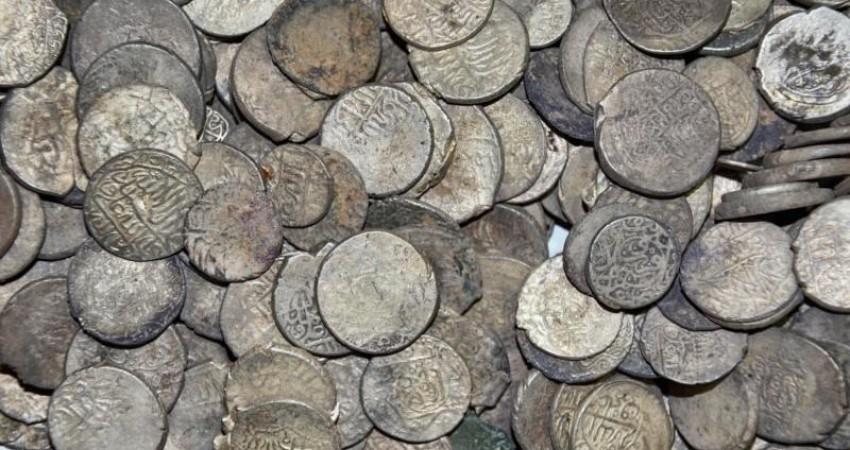 کشف و ضبط ۱۵۰۰ سکه در اسدآباد همدان