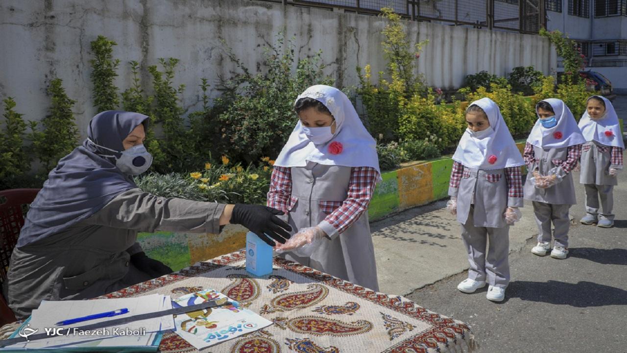بازدید تیمهای ناظر بهداشتی از مدارس/ هدایت دانشآموزان به مدرسه های با وضعیت بهداشت مناسب