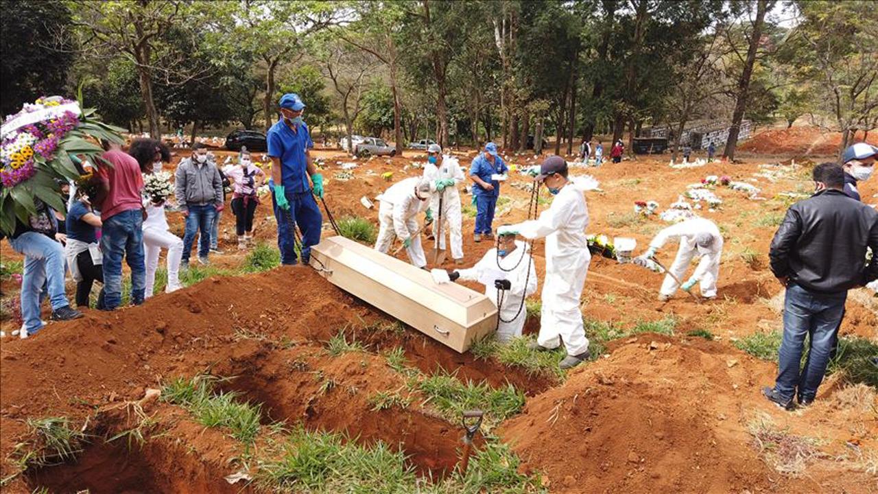 قبرهای قربانیان برزیل