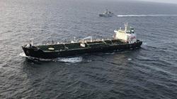 والاستریتژورنال: آمریکا نفتکشهای حامل سوخت ایران را تهدید به تحریم کرده است